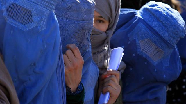 A partir de hoje é proibido o uso do véu integral islâmico na Dinamarca