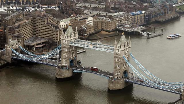 Dupla portuguesa expõe peça insuflável em Londres