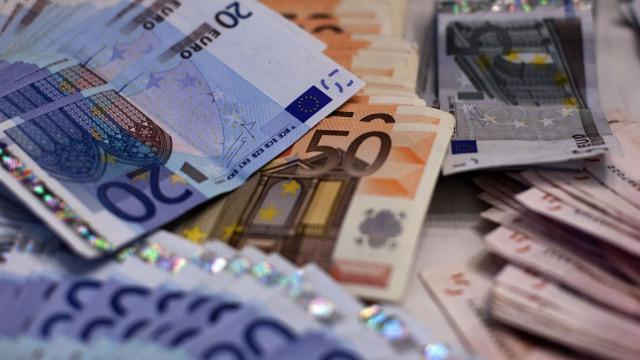 Zona euro: Excedente da balança comercial cai para 22,5 mil milhões