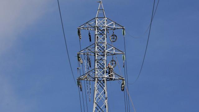 Governo moçambicano lança concurso público para expansão da rede elétrica