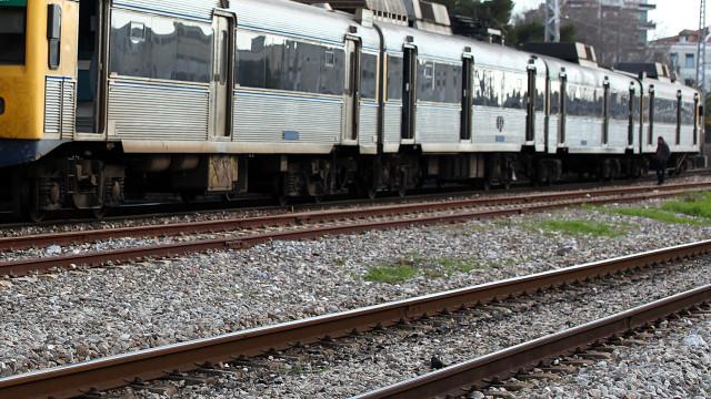 Circulação na linha de Cascais interrompida em ambos os sentidos
