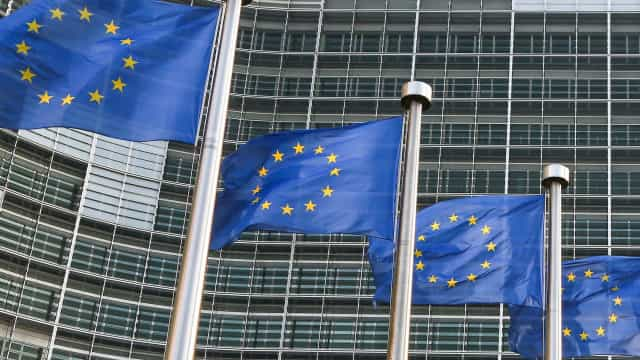 Bruxelas compensa liquidação de dois bancos italianos com 17 mil milhões
