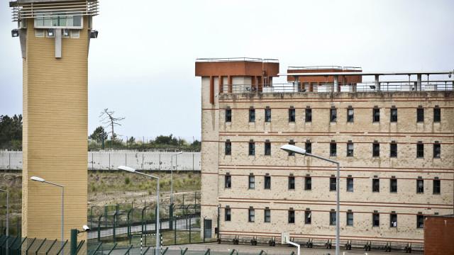 Dois reclusos capturados após tentarem fugir da prisão da Carregueira