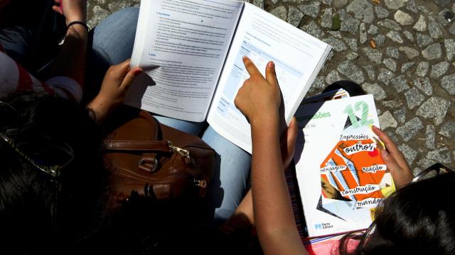 Jovens em França com esperança que português abra portas no futuro