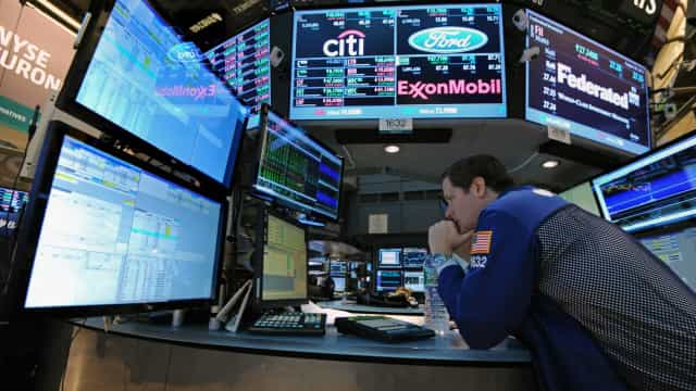 Wall Street fecha sem rumo mesmo com capitalização da Apple