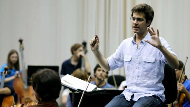 Dinis Sousa nomeado maestro assistente do britânico John Eliot Gardiner