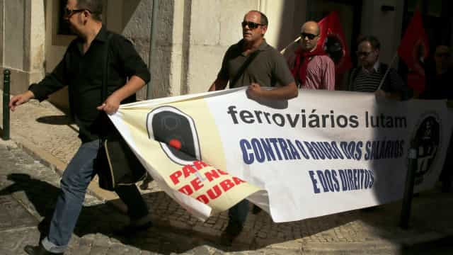 Ferroviários fazem greve em 4 de junho contra agente único nos comboios