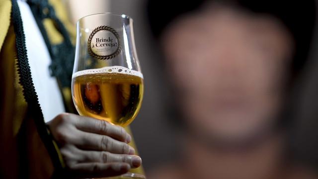 Imposto sobre cerveja, licores e bebidas espirituosas sobe, mas menos