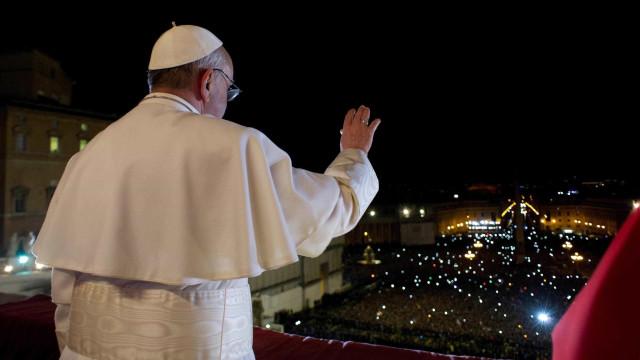 """Papa promete """"medidas mais firmes"""" contra padres que abusaram de menores"""