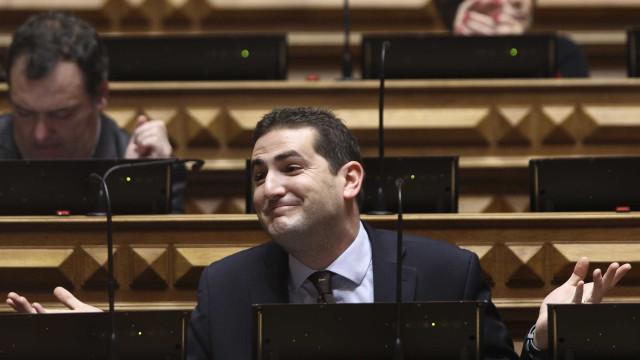 """Novo líder parlamentar do PSD promete """"oposição de combate"""""""