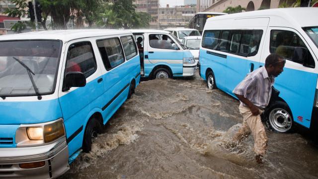 Quatro mortos e 1.685 inundações após fortes chuvas em Luanda