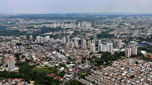Incêndio destroi mais de 600 casas na capital amazónica do Brasil