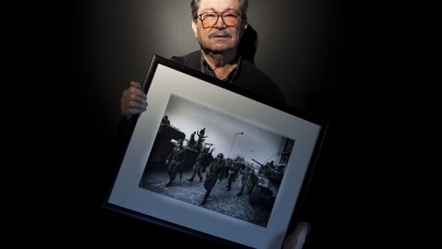 Eduardo Gageiro expõe em Aljustrel fotografias icónicas do 25 de Abril