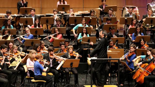 Maestro Cesário Costa dirige a Orquestra Sinfónica do Theatro Paz