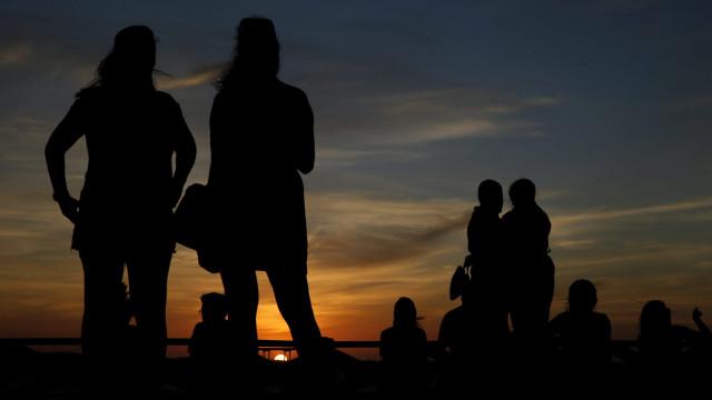 Massa de ar quente faz subir temperaturas e vai trazer noites tropicais