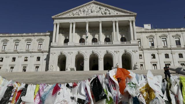 Taxa de sacos leves pode alargar-se a sacos de plástico mais espessos