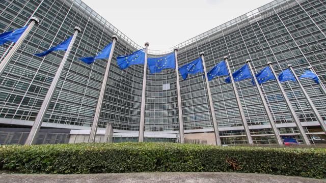 Bruxelas adota lista de produtos dos EUA que passam a pagar taxas