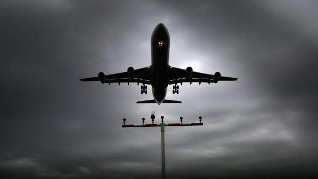 Atraso na entrega de combustível para aviões obriga a uso de reserva