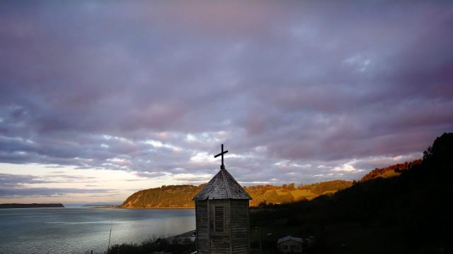 Escândalo de abusos sexuais no Chile leva à suspensão de 14 sacerdotes