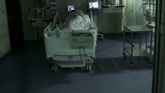 """Enfermeiros denunciam encerramento de 235 camas """"em menos de 24 horas"""""""
