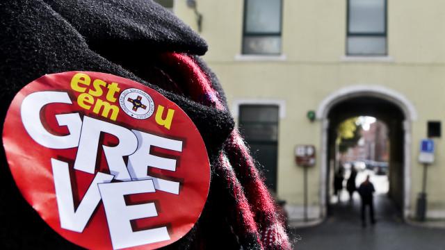 Enfermeiros mantêm greve apesar de anúncio de pagamento de subsídio