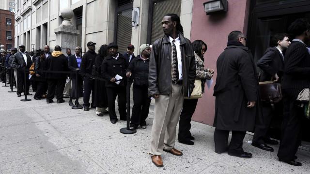 Novos pedidos de subsídio de desemprego nos EUA sobem em 9 mil