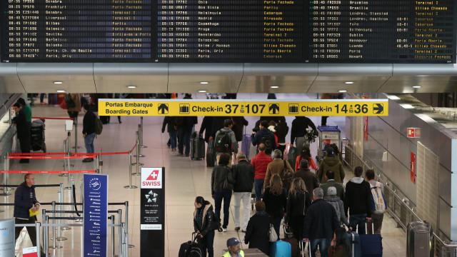 Falha informática afeta painéis de voo no aeroporto de Lisboa