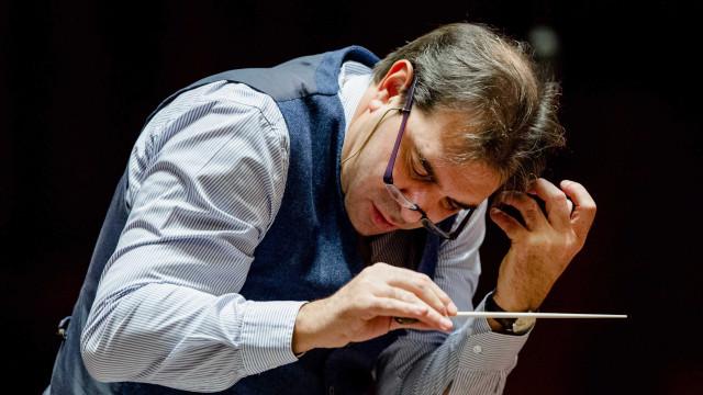 Maestro de Orquestra Real afastado após acusações de abusos sexuais