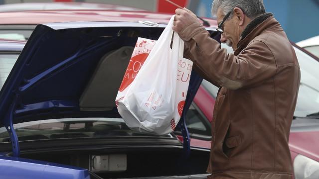 Portugal tem dois meses para aplicar lei da UE sobre sacos de plástico