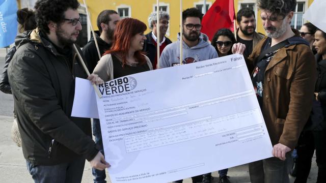 Governo aprova medidas de reforço do apoio social para recibos verdes