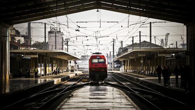 Trabalhadores ferroviários estão em greve contra agente único