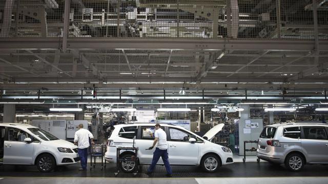 Trabalhadores da Autoeuropa em plenário para prepararem greve de quarta