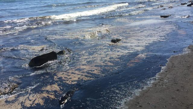 Empresa norte-americana culpada por derramamento de petróleo em 2015