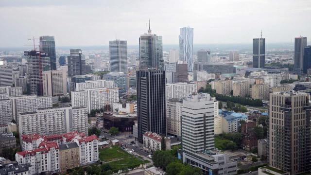 Bruxelas dá um mês à Polónia para recuar na reforma do sistema judiciário