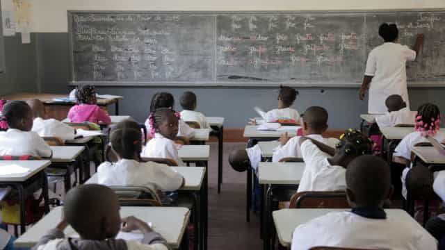 Sindicato alerta pressão no recrutamento de 20 mil professores em Angola