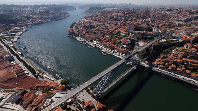 "Porto passa a cobrar taxa de dois euros para ""mitigar pegada turística"""