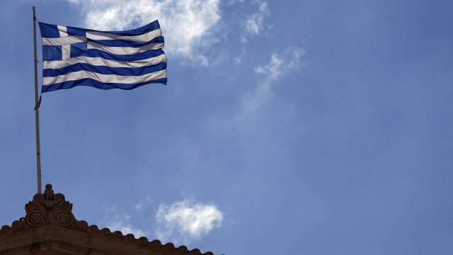Grécia e zona euro celebram na segunda fim de oito anos de resgates