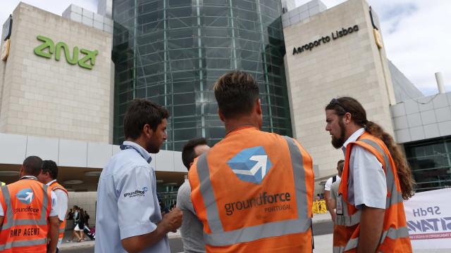 """Trabalhadores da Groundforce pedem """"luz ao fundo do túnel"""""""