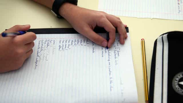 Exames: Escolas públicas sobem no 'ranking' mas só aparecem em 28.º lugar