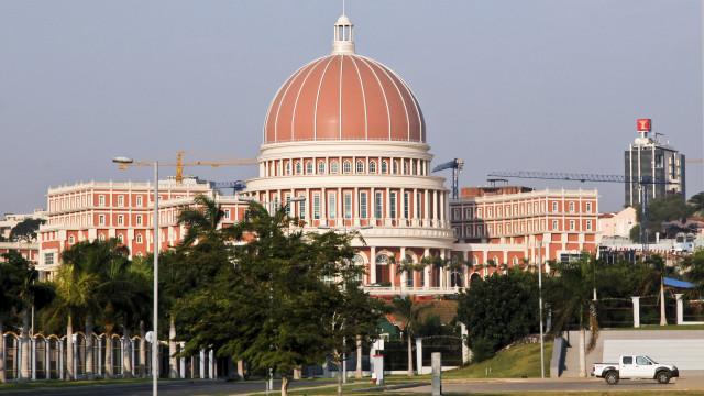 Orçamento angolano para 2018 votado no parlamento a 18 de janeiro
