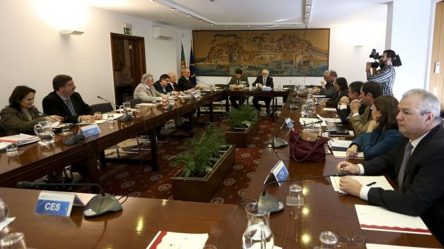 Governo discute na 3.ª feira valor do salário mínimo para 2018