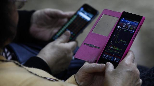 Vendas de 'smartphones' na China recuaram 10% em 2018