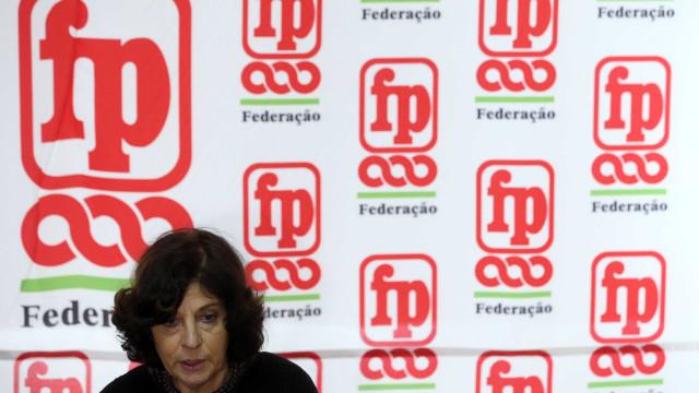 """Frente Comum """"acampa"""" em frente às Finanças pela integração dos precários"""
