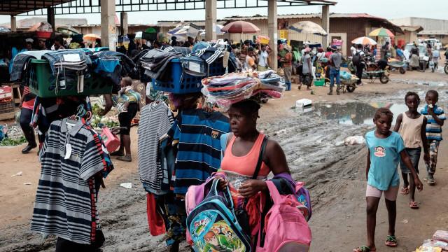 Associação alerta que 'zunga' em Luanda é o único sustento para famílias