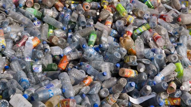 Devolução paga de garrafas de plástico mudaria comportamentos