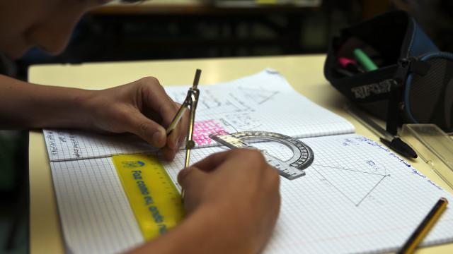 Maioria dos alunos do Secundário tem explicações, atentos têm boas notas