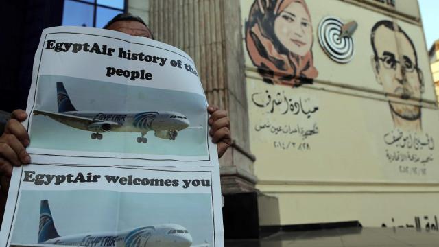 Egyptair: Empresa internacional vai realizar busca de caixas negras