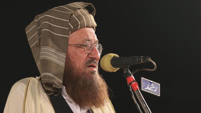 """Paquistanês considerado """"pai dos talibãs"""" morto em ataque com faca"""