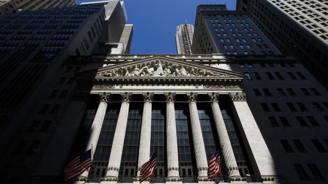 Wall Street fecha em alta graças a empresas e desanuviamento EUA-China