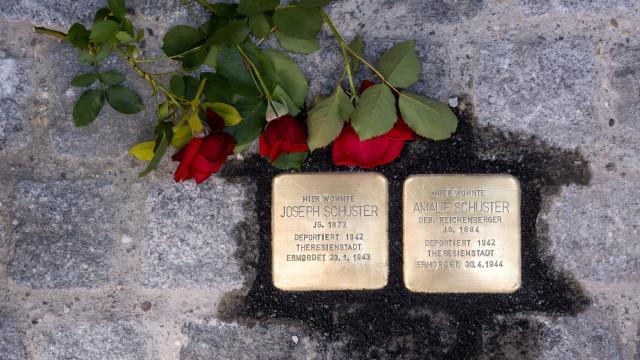 """Milhares de """"pedras do tropeço"""" recordam vítimas da perseguição nazi"""